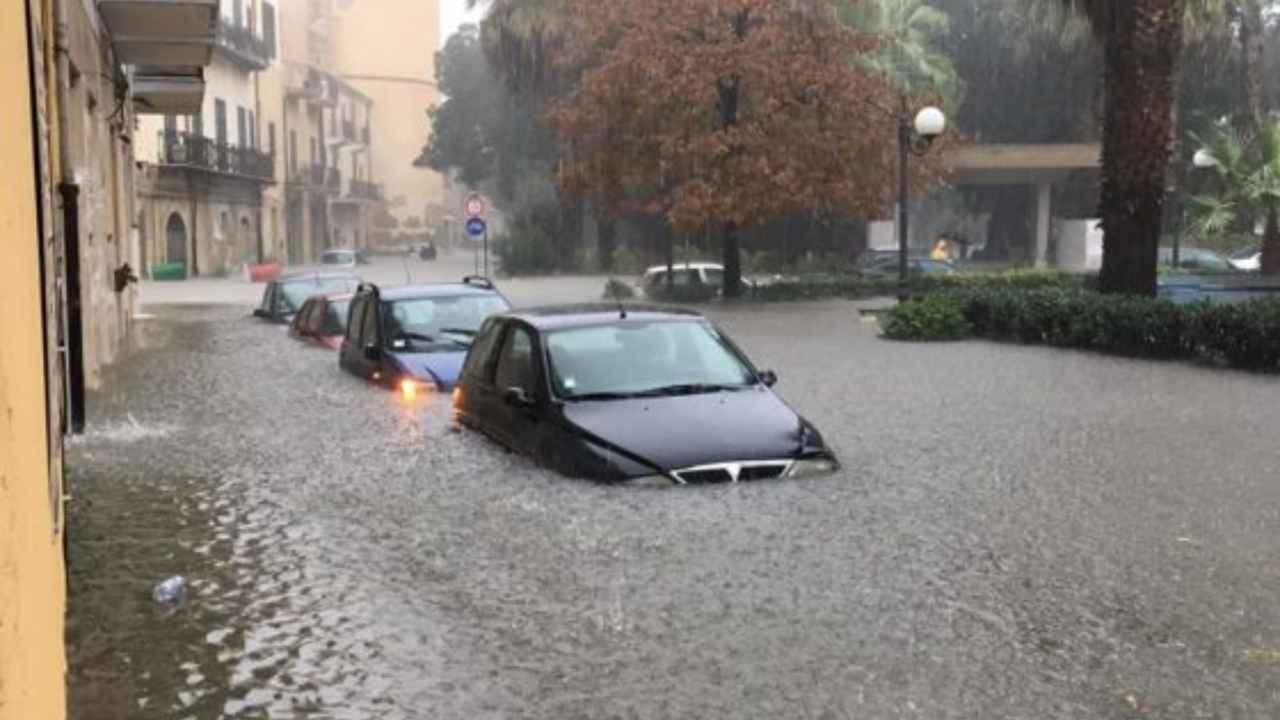 Maltempo:Catania,commercianti corrono ai ripari con barriere