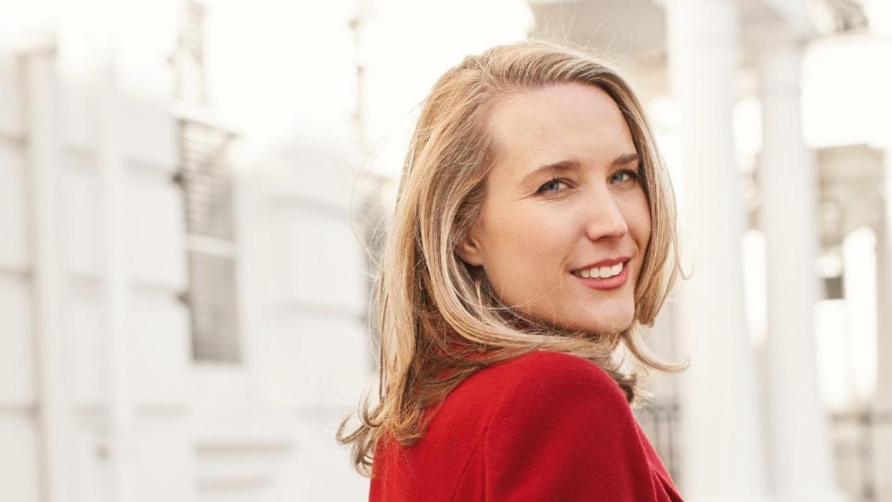 Sarah McKenzie, chi è la pianista ospite di Propaganda Live